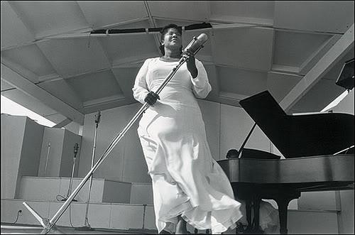 mahalia_jackson_in_1956